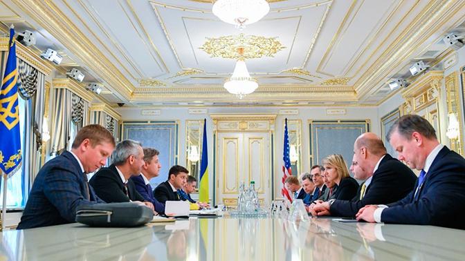 Зеленский призвал США усилить санкции против России