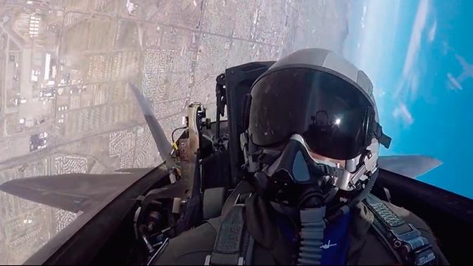 Полет «Хищника»: в США опубликовали кадры высшего пилотажа изнутри кабины F-22
