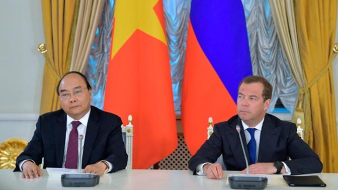 Премьеры России и Вьетнама открыли перекрестный год стран в парке «Зарядье»