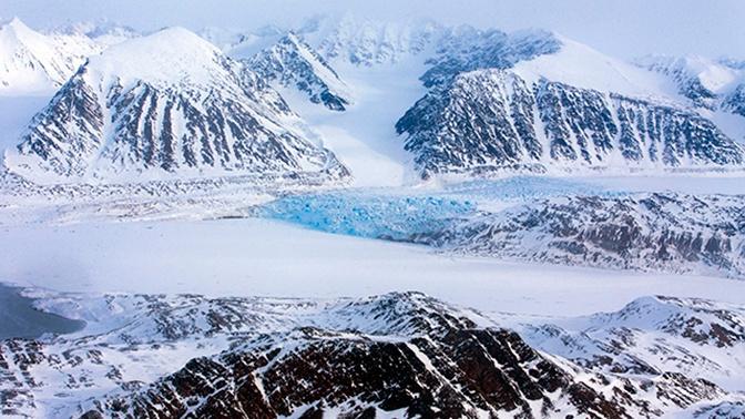 Болтон призвал бросить вызов влиянию России в Арктике
