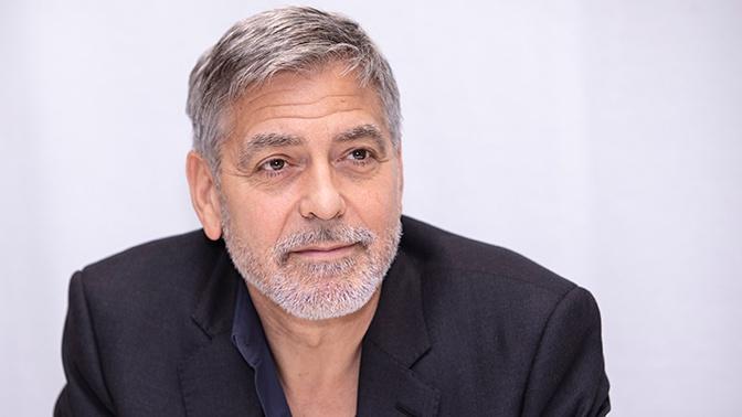 «Шлем просто раскололся»: Клуни рассказал о ДТП, в котором едва не погиб