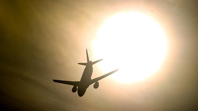 Самолет SSJ-100 экстренно снизился над Уралом из-за неполадок