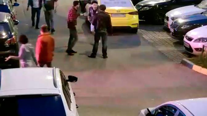 Одинцовские «разборки»: конфликт с массовой дракой и стрельбой из пулемета попал на видео
