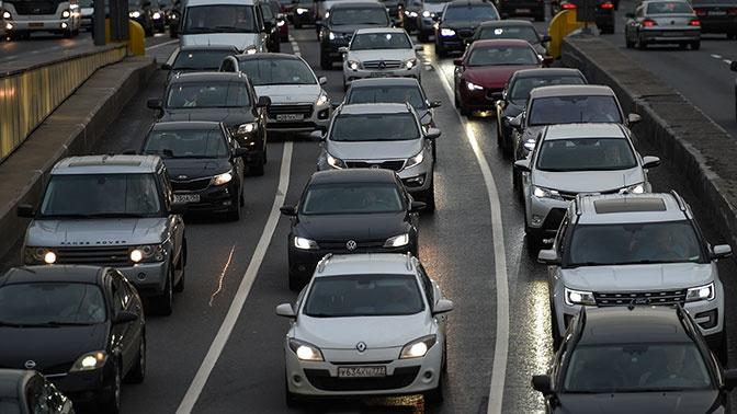 ЦОДД предупредил водителей о непогоде и пробках в Москве