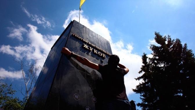 Зеленский призвал власти Харькова обсудить с горожанами вопрос восстановления памятника Жукову
