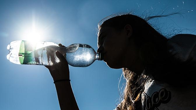 Июньский зной: в Роспотребнадзоре рассказали о правилах поведения в жару