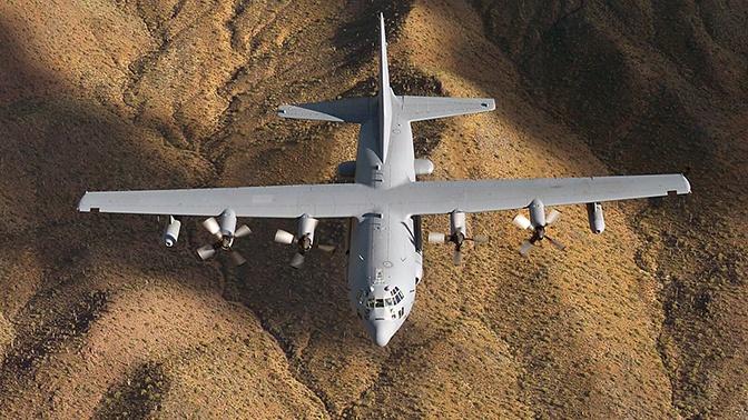 Американский самолет для наступательных РЭБ-операций приземлился в Польше