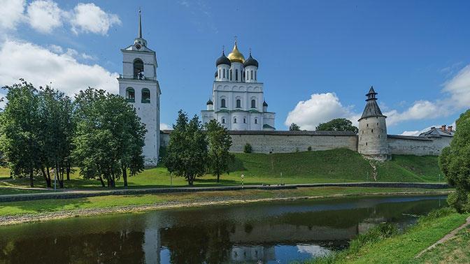Под главным храмом Псковской области идет разлом грунта