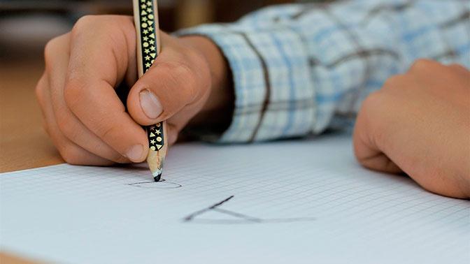 Учительница в Екатеринбурге заставила детей писать на доске грубое слово