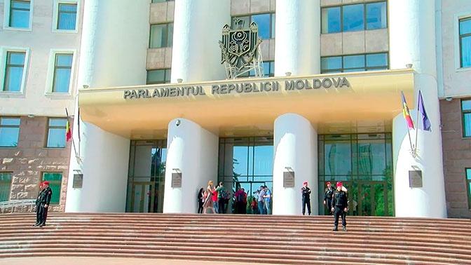 Уволенное Додоном правительство уйдет в отставку в Молдавии