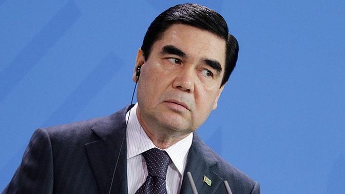 Глава Туркмении показал первоклассную стрельбу во время езды на велосипеде