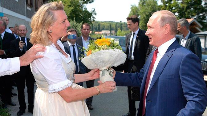 Экс-глава МИД Австрии рассказала, как пригласила Путина на свадьбу