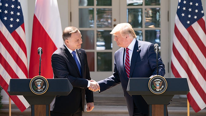 Выпуск от 15.06.2019 г. «Пресса просто захлебнулась слюнями восторга»: зачем президент Польши приезжал в Вашингтон