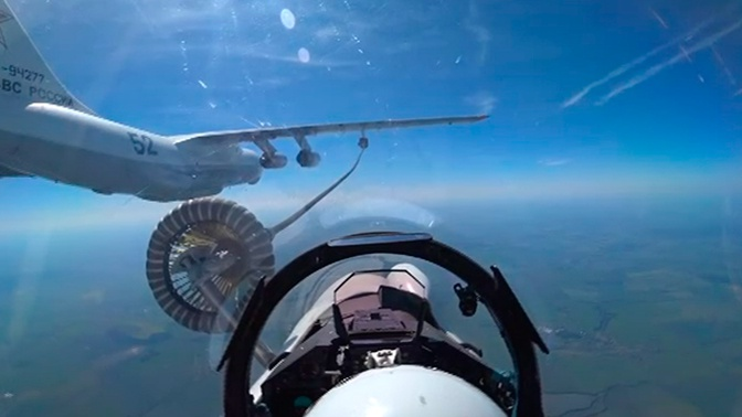 Дозаправка новейших истребителей глазами пилота: видео