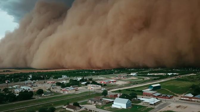Плотная пылевая туча «поглотила» американский город: видео