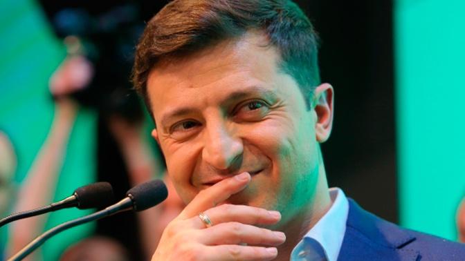 Зеленский показал журналистам «прикол» в своем кабинете