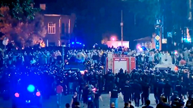 Эксперт рассказал, кому на самом деле на руку протесты в Грузии