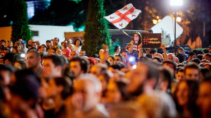 В Грузии футболисты вышли на игры в майках с националистическими лозунгами