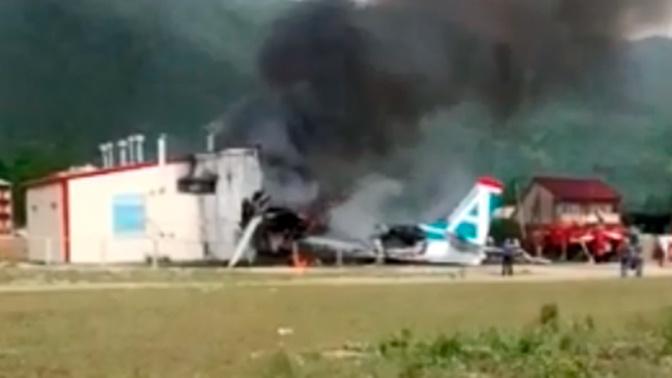 Самолет авиакомпании «Ангара» совершил жесткую посадку: есть жертвы