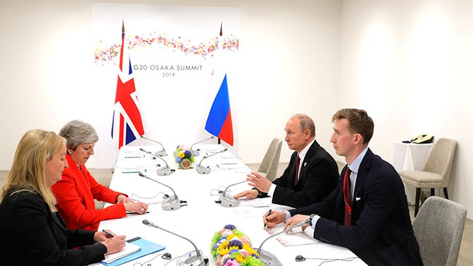 Песков поведал детали встречи Мэй и В.Путина, проходившей тет-а-тет— Жесткая иоткровенная