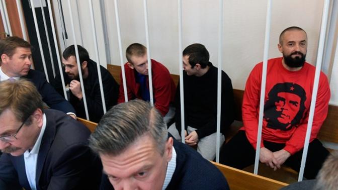 Восьми украинским морякам предъявили обвинение в пересечении госграницы РФ