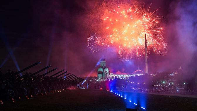 В Москве прогремел салют в честь 75-летия освобождения Минска от фашистов