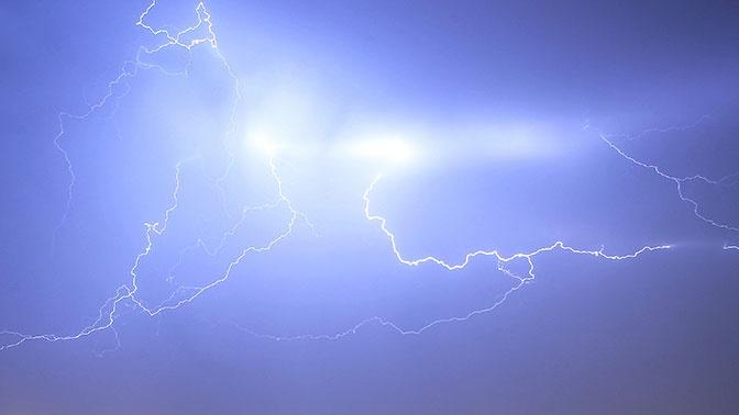 Молния ударила в самолет Москва - Петербург