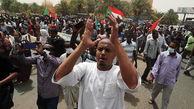 Военное правительство и оппозиция в Судане создадут совместный орган власти