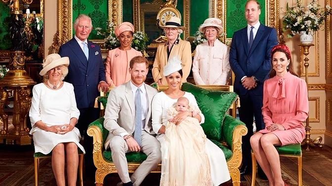 Меган Маркл и принц Гарри опубликовали фотографиями с крестин сына