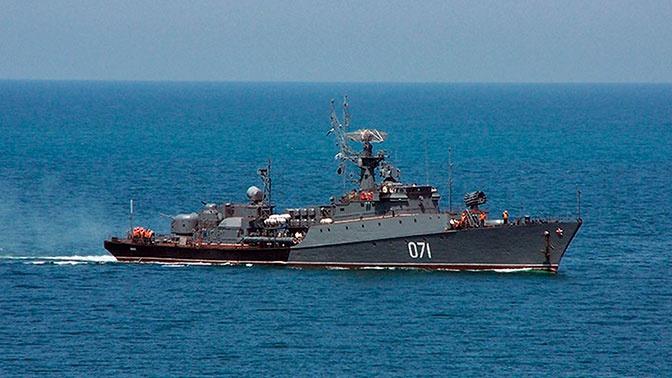 Корабли Черноморского флота провели учебный морской бой