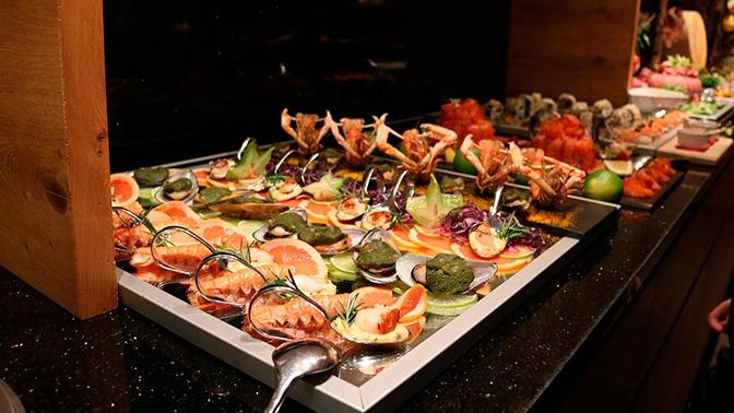В Турции рассказали, что в отелях разрешено повторно ставить продукты на шведский стол