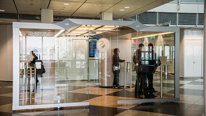 Госдума приняла в первом чтении закон о возвращении курилок в аэропорты