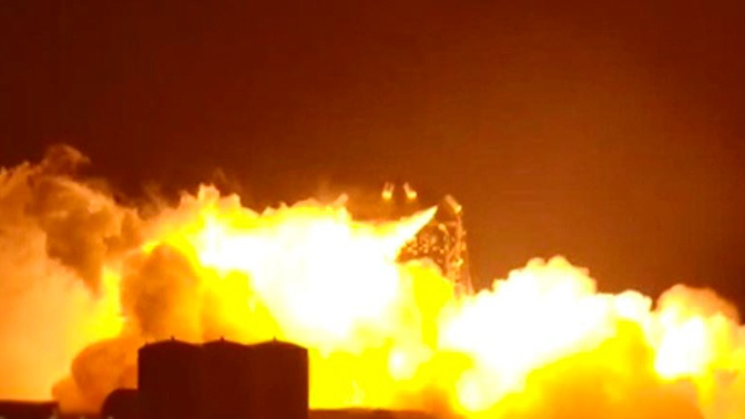 Корабль SpaceX для полета на Марс взорвался на стартовой площадке