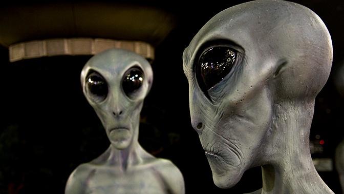 Внеземная аудитория: СМИ назвали звезд, которые «встречались» с НЛО