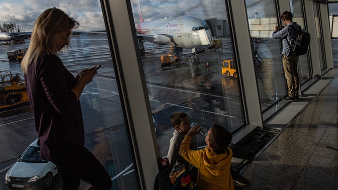 Прождавшие 12 часов  из-за задержки рейса авиакомпании дети вылетели во Владивосток