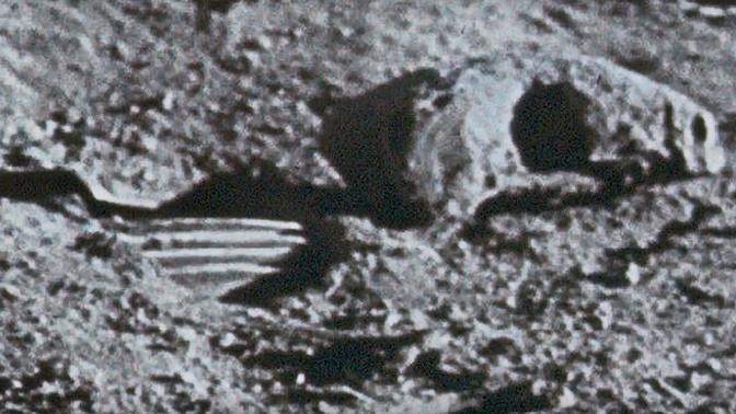 Загадочный череп «гуманоида» обнаружили на снимках лунной миссии «Аполлон-11»