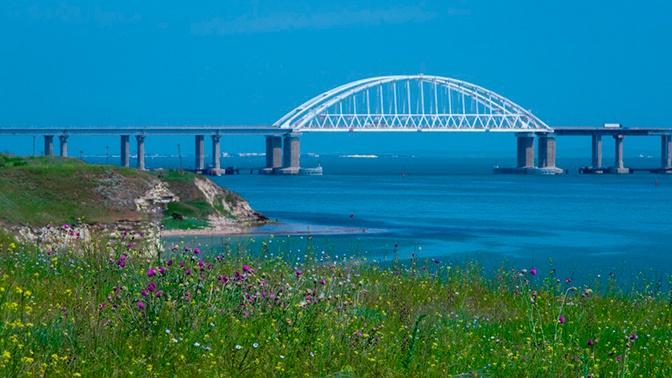 Строители уложили все рельсы железнодорожной части Крымского моста