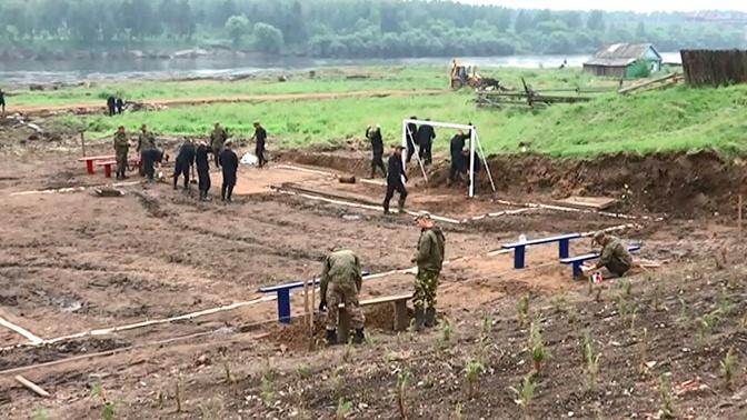 Военные ЦВО подарили спортивный городок тулунским юнармейцам