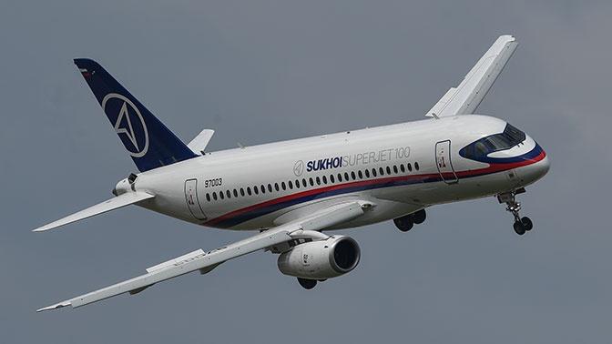 У летевшего во Владивосток пассажирского самолета треснуло лобовое стекло