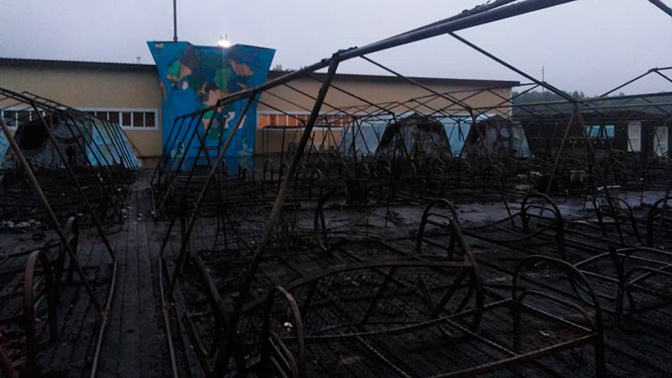 Эвакуация и сгоревшие палатки: первые кадры с места трагедии в детском лагере