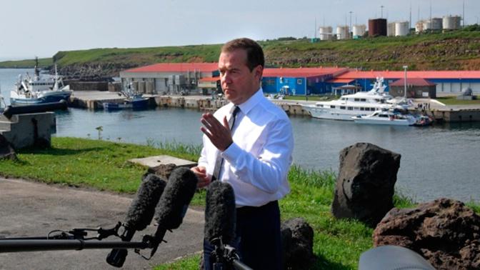 Медведев ответил на позицию Японии из-за прибытия на Курилы российских чиновников