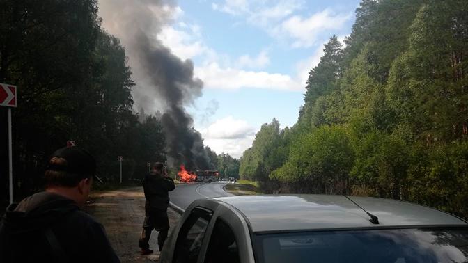 Автомобиль и пассажирский автобус сгорели под Владимиром после ДТП