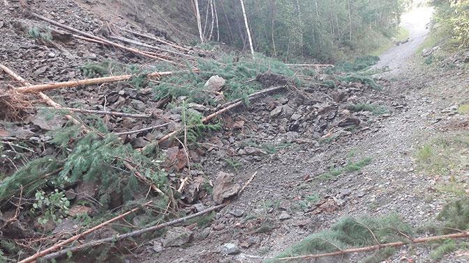 Скала обрушилась возле Майнской ГЭС в Красноярском крае