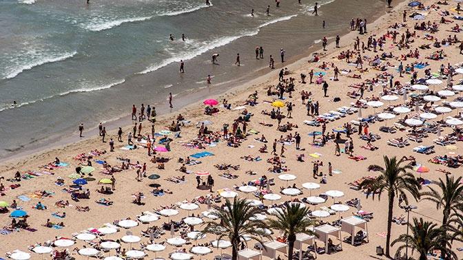 На популярном испанском курорте планируют запретить курить