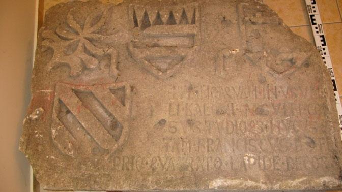 Эксперты расшифровали надпись на найденной под Самарой 500-летней плите