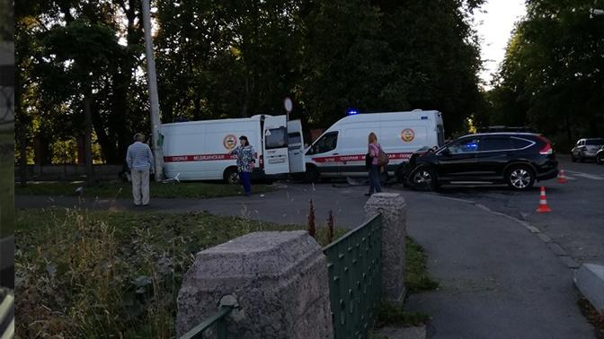 Не уступил дорогу: три человека пострадали в ДТП со скорой помощью в Петербурге