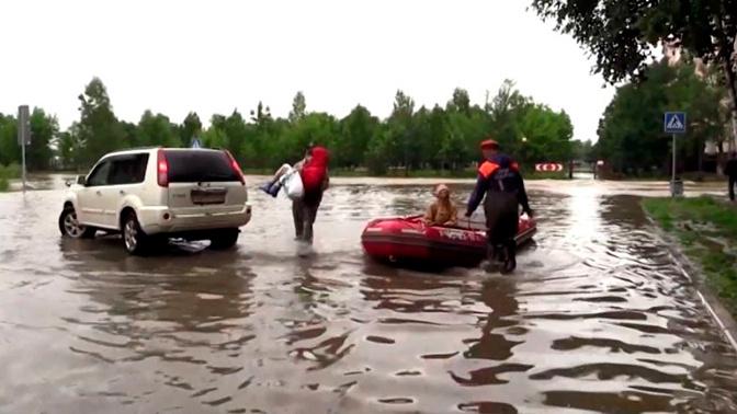 Людей эвакуируют на лодках: на Дальнем Востоке паводок захватывает новые территории
