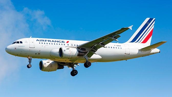 Самолет Москва-Париж совершил экстренную посадку в Люксембурге