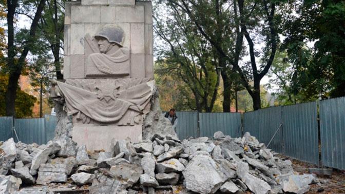 Более 400 советских памятников уничтожили в Польше
