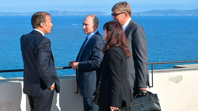 СМИ узнали условие Макрона для возвращения России в G8